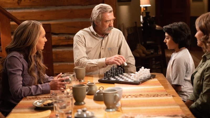 the family giving luke the chess set on Heartland 1309