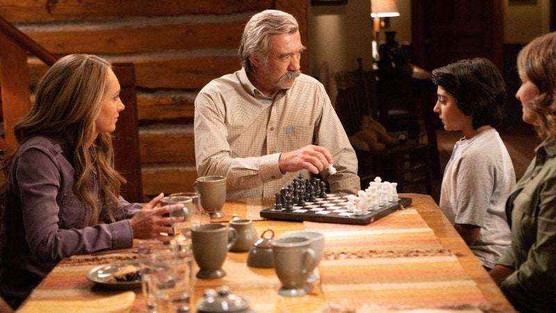the family giving luke the chess set on Heartland 1309