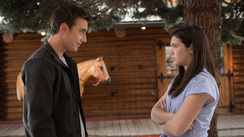 Georgie and Quinn in front of Maggie's on Heartland season 13 finale