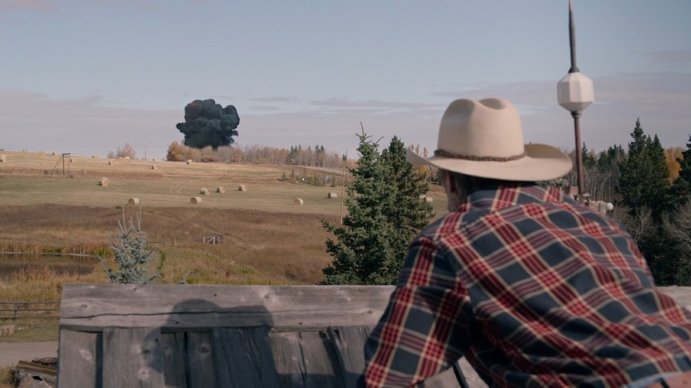 Shaun Johnston as Jack on the roof looking at the explosion in Heartland 1403