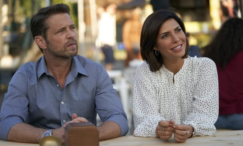 Jason Priestley as Matt Shade and Cindy Sampson as Angie Everett on Private Eyes sitting at a desk